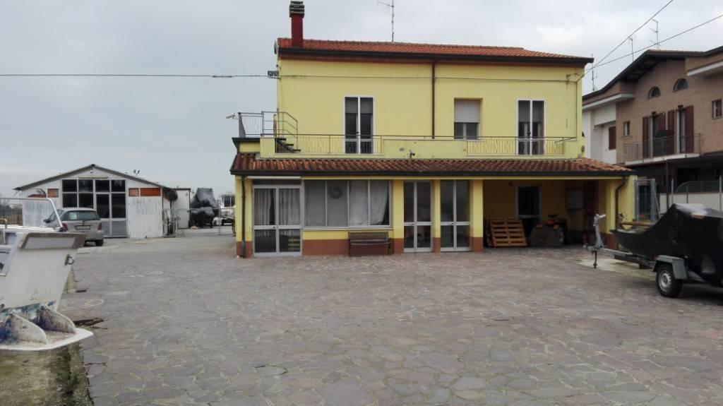 Villa 5 locali in vendita a Bellaria-Igea Marina (RN)