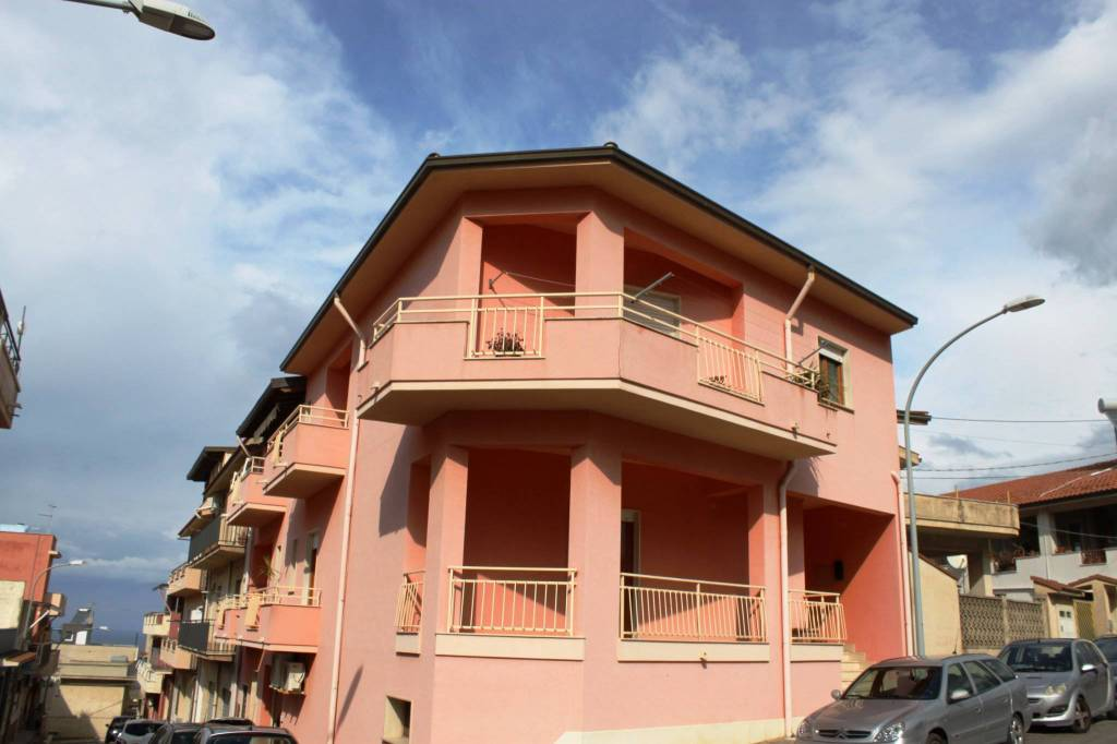 Appartamento in buone condizioni in vendita Rif. 6372868