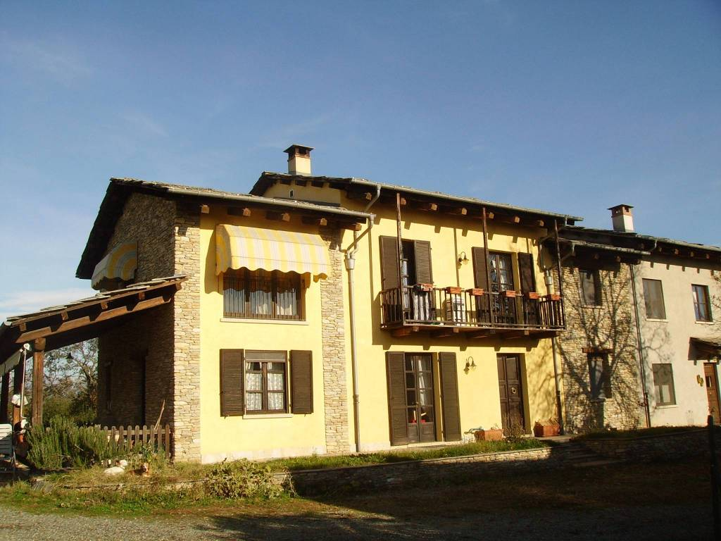 Rustico / Casale in vendita a Cavour, 8 locali, prezzo € 360.000 | PortaleAgenzieImmobiliari.it