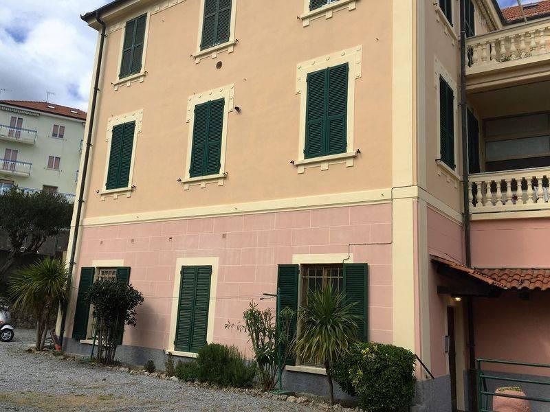 Appartamento in vendita a Spotorno, 4 locali, prezzo € 450.000   CambioCasa.it
