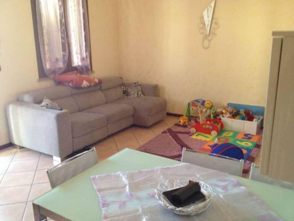 Appartamento in vendita a Viadana, 4 locali, prezzo € 105.000 | CambioCasa.it