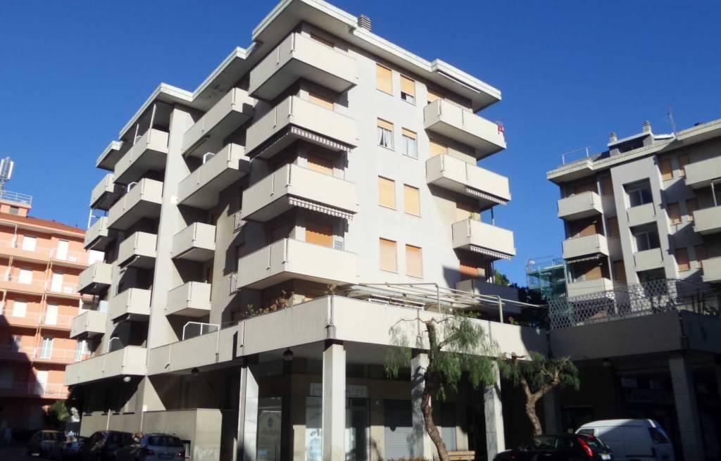 Appartamento in ottime condizioni arredato in vendita Rif. 9269592