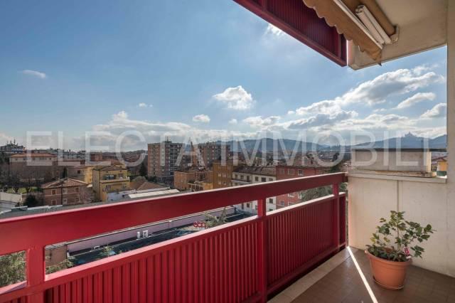 Appartamento in vendita 4 vani 140 mq.  via Bainsizza Bologna