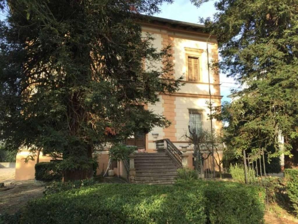Foto 1 di Villa viale oriani, Lugo