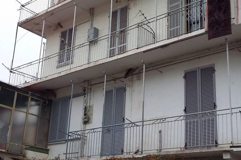 Appartamento in vendita a Ciriè, 4 locali, prezzo € 130.000   CambioCasa.it