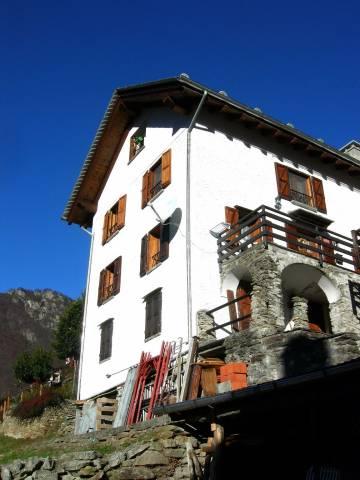 Villa in vendita a Rossa, 5 locali, prezzo € 200.000   CambioCasa.it