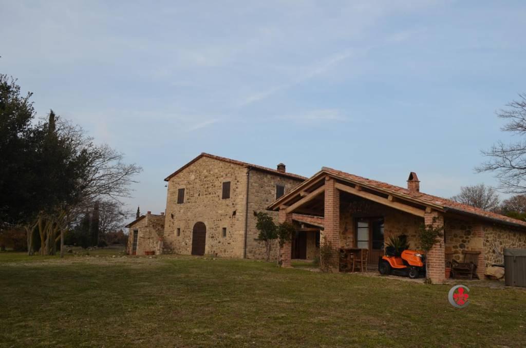 Rustico in Vendita a Roccalbegna: 5 locali, 270 mq