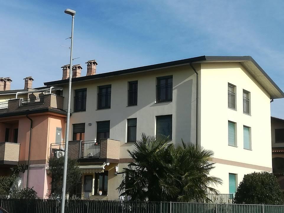 Appartamento in vendita a Comazzo, 3 locali, prezzo € 125.000 | CambioCasa.it