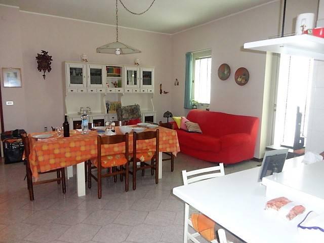 Appartamento in vendita a Alessandria, 6 locali, prezzo € 165.000 | CambioCasa.it