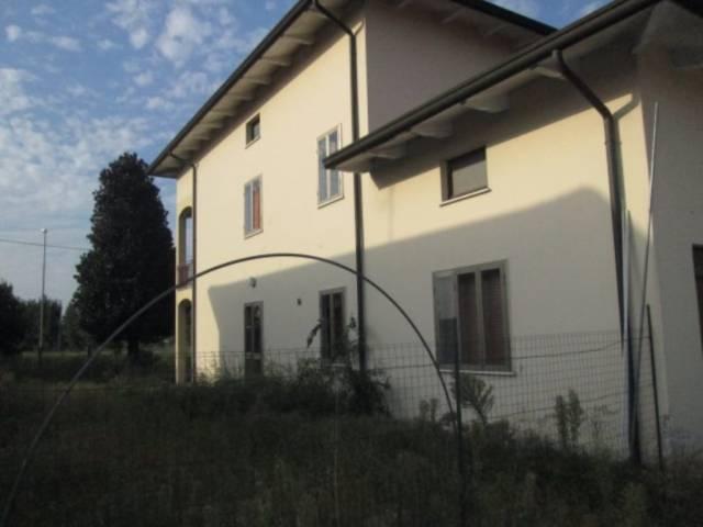 Villa in vendita a Gazoldo degli Ippoliti, 6 locali, prezzo € 150.000 | Cambio Casa.it