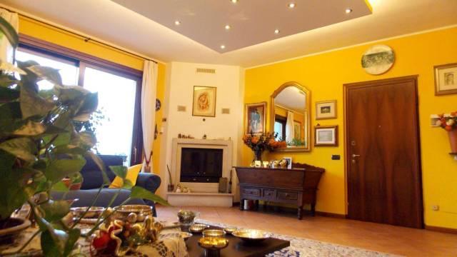 Appartamento in vendita a Carnate, 4 locali, prezzo € 285.000 | Cambio Casa.it