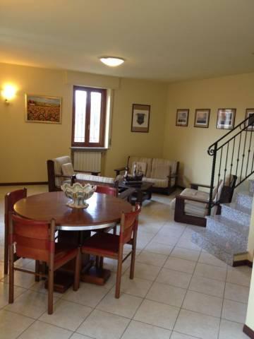 Appartamento in vendita a Sesto Calende, 3 locali, prezzo € 180.000 | Cambio Casa.it