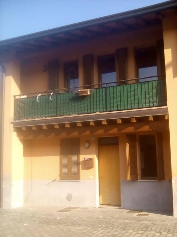 Appartamento in buone condizioni arredato in affitto Rif. 7619378