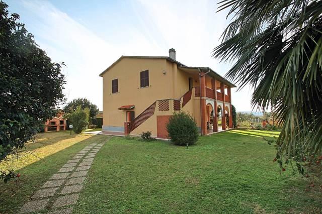 Rustico / Casale in buone condizioni in vendita Rif. 4254637