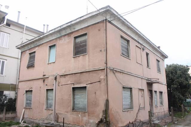 Villa in vendita a Civitanova Marche, 6 locali, prezzo € 295.000 | Cambio Casa.it