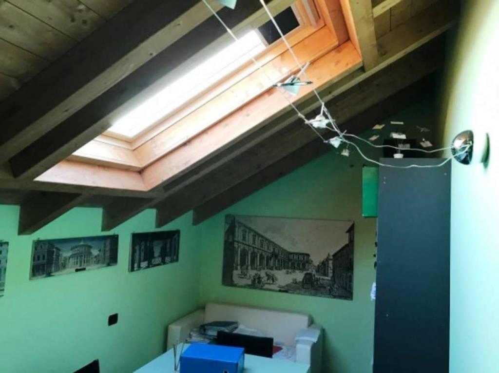 Appartamento in vendita a Origgio, 3 locali, prezzo € 110.000   CambioCasa.it