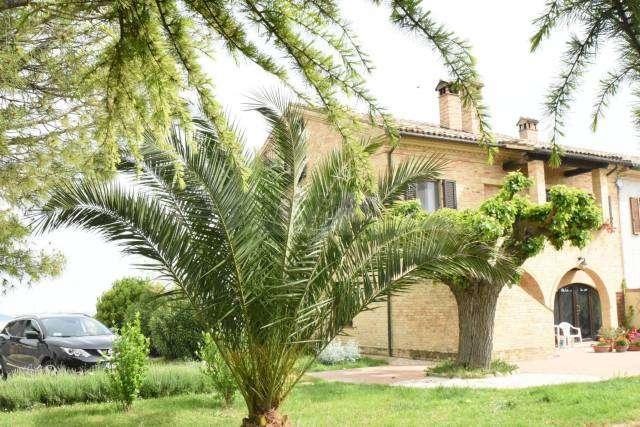 Rustico / Casale in buone condizioni in vendita Rif. 4894600