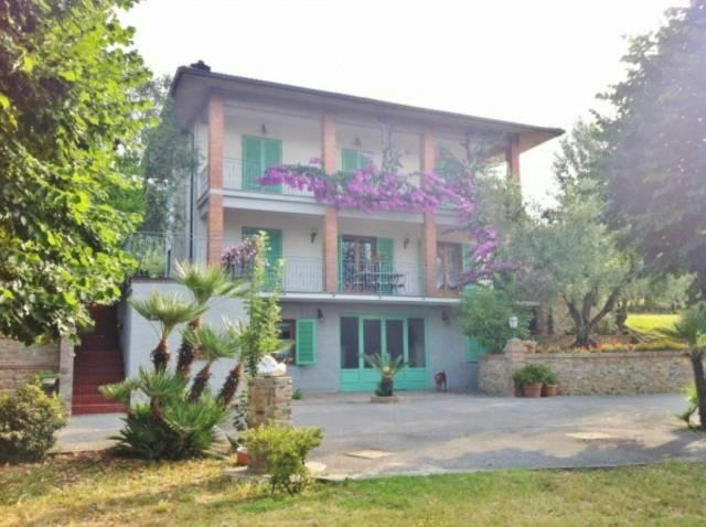 Villa in vendita a Montecarlo, 9999 locali, prezzo € 700.000   CambioCasa.it