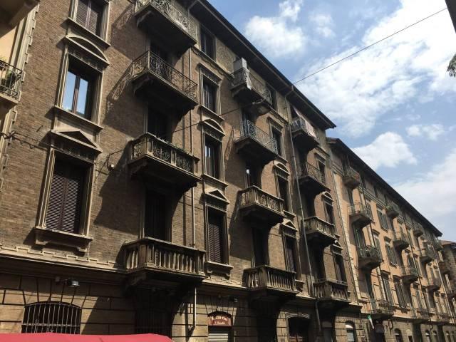 Bilocale Torino Via Santa Giulia 1