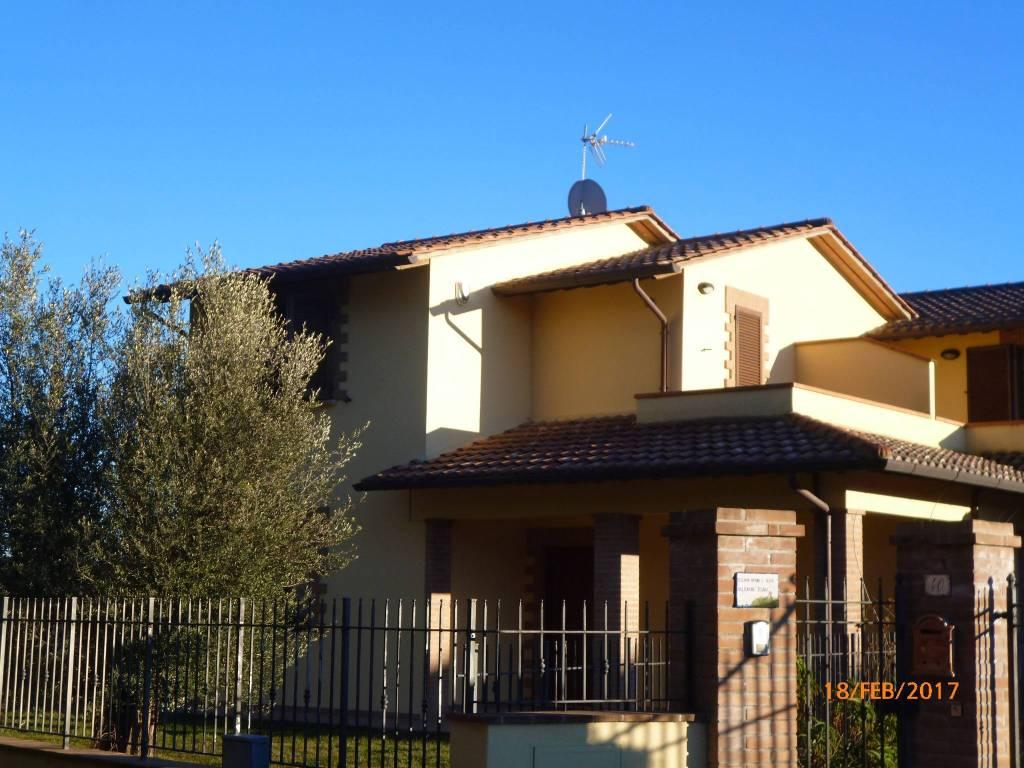 Villa in Vendita a Tuoro Sul Trasimeno Periferia:  4 locali, 130 mq  - Foto 1