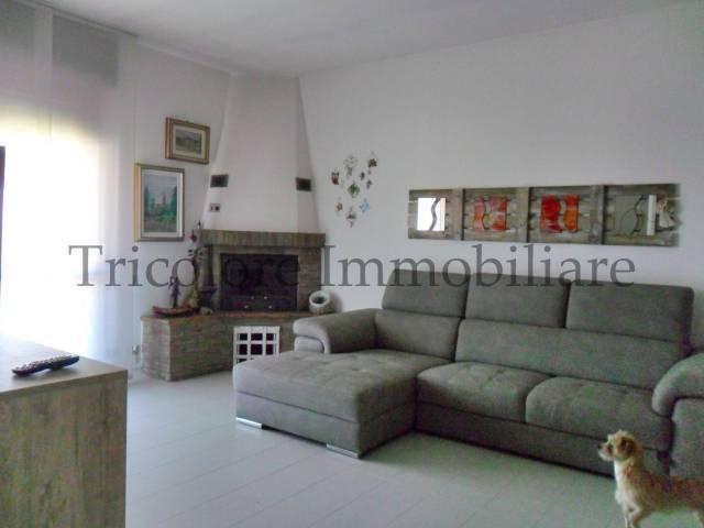 Appartamento in ottime condizioni parzialmente arredato in vendita Rif. 4972056