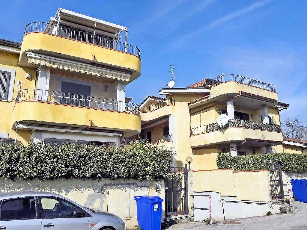Appartamento in vendita a Valmontone, 2 locali, prezzo € 43.000   CambioCasa.it