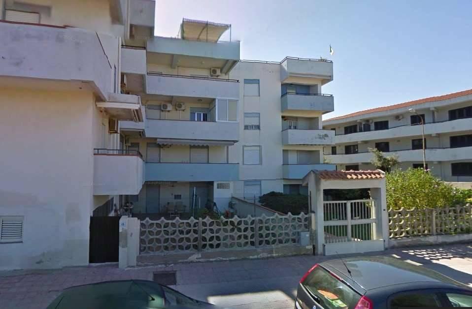 Appartamento in buone condizioni in vendita Rif. 9153560