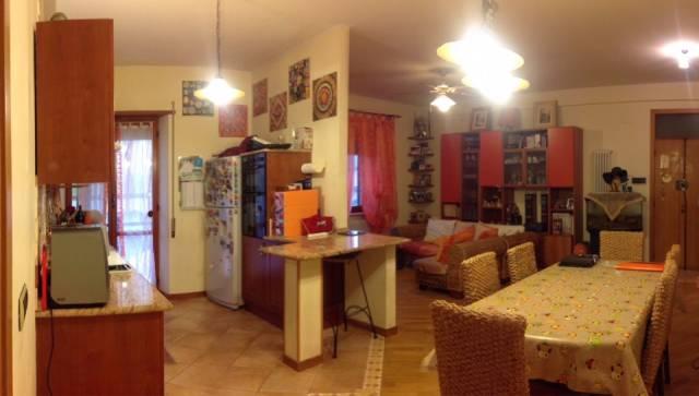 Vendesi appartamento in zona bivio Castorano