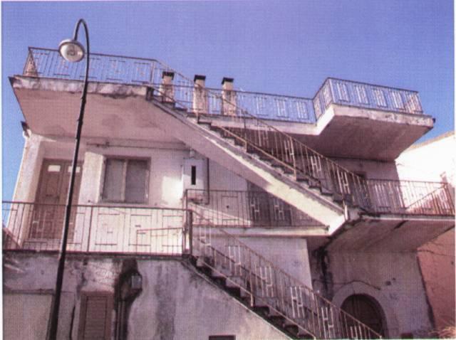 Appartamento in vendita a Presenzano, 5 locali, prezzo € 80.000 | CambioCasa.it