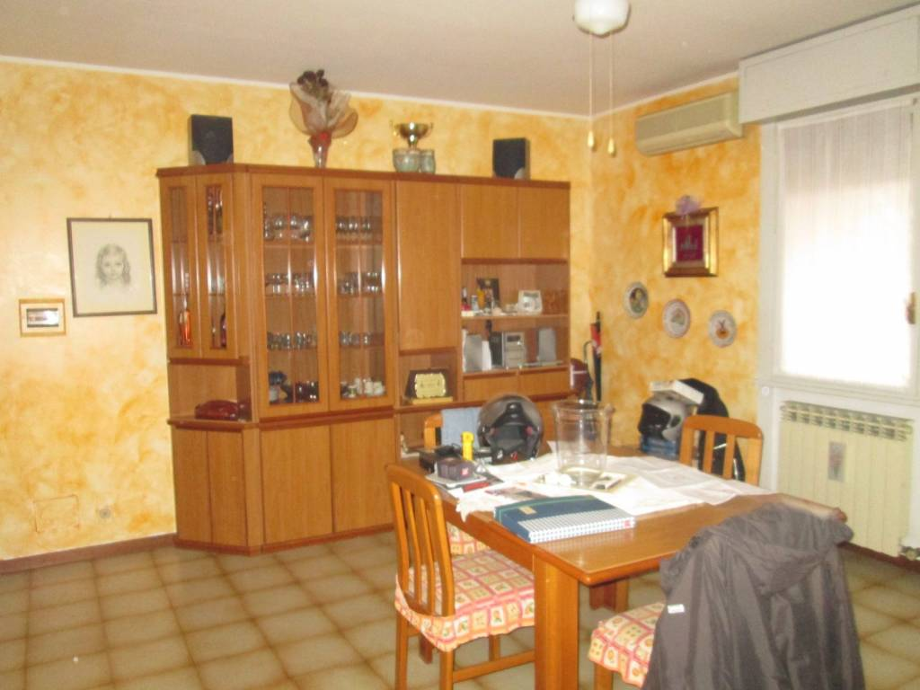 Appartamento in vendita a Volta Mantovana, 4 locali, prezzo € 80.000 | CambioCasa.it