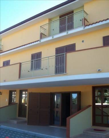 Villa a Schiera in vendita a Nocciano, 6 locali, prezzo € 150.000 | Cambio Casa.it