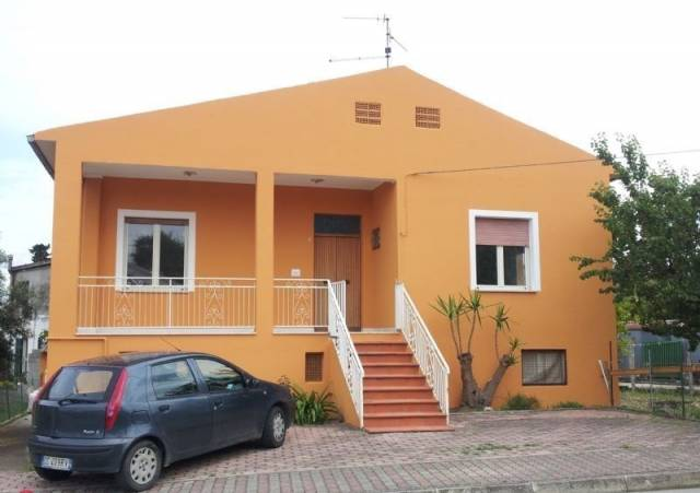 Villa in vendita a Rosciano, 6 locali, prezzo € 158.000 | Cambio Casa.it