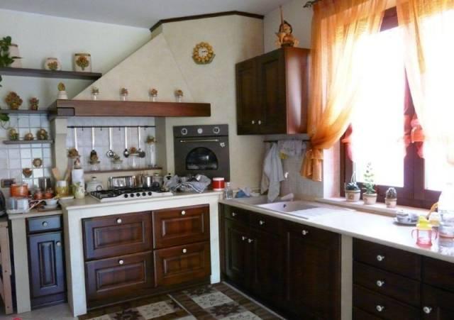 Villa in vendita a Rosciano, 6 locali, prezzo € 156.000 | Cambio Casa.it