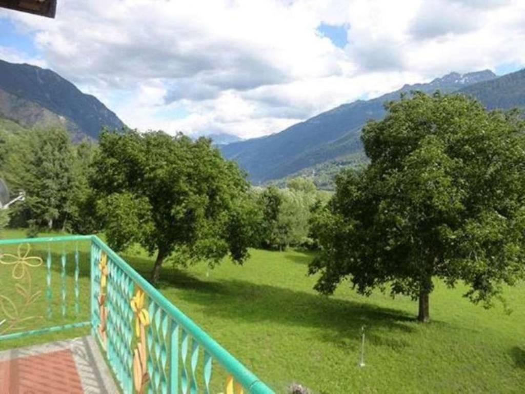 Morgex – Villair: panoramico soleggiato trilocale vista M. Bianco e Grivola, 3 balconi, posto auto