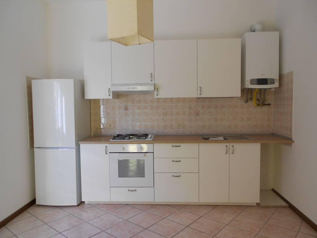 Appartamento in ottime condizioni parzialmente arredato in affitto Rif. 8643668