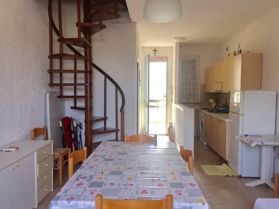 Appartamento in buone condizioni arredato in vendita Rif. 9146152