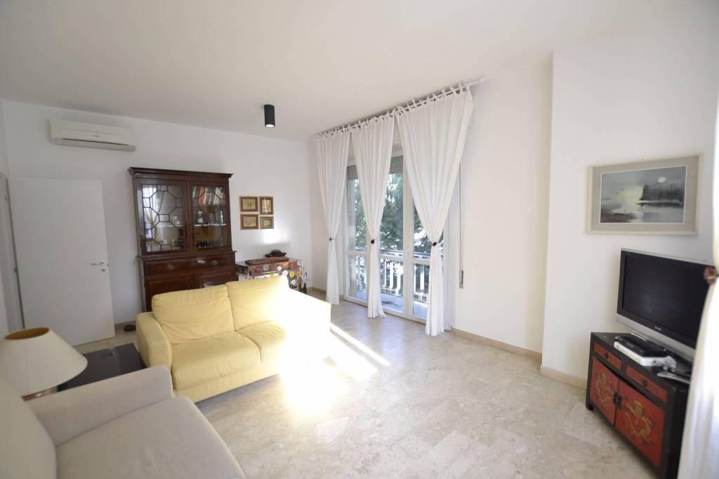 Appartamento in Affitto a Riccione Centro: 4 locali, 100 mq