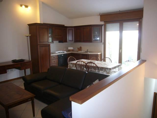 Appartamento in ottime condizioni arredato in vendita Rif. 4483844