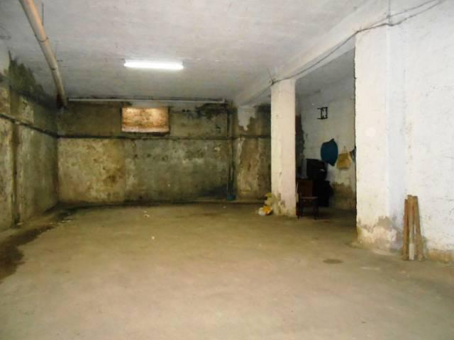 magazzino-deposito  in Affitto a Casoria