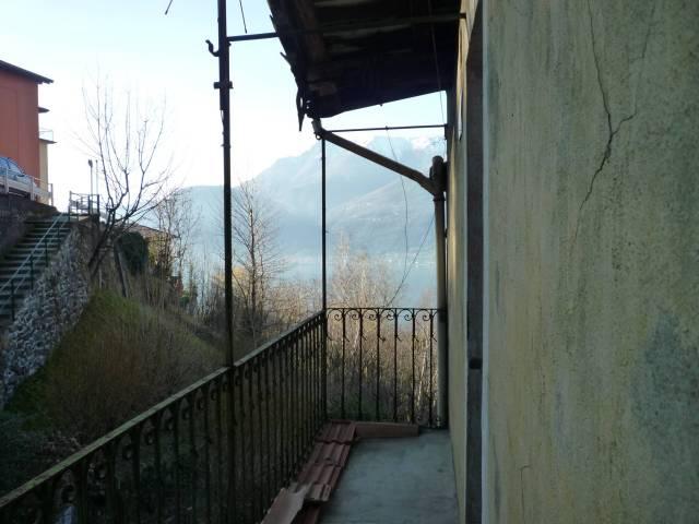 Casa indipendente quadrilocale in vendita a Bellano (LC)