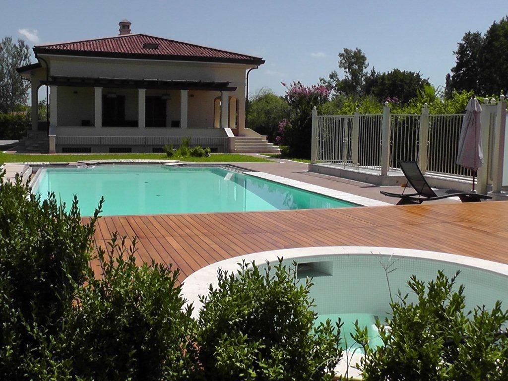Villa in affitto a Forte dei Marmi, 10 locali, Trattative riservate | CambioCasa.it