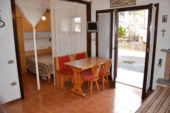 Appartamento in buone condizioni arredato in vendita Rif. 4240033