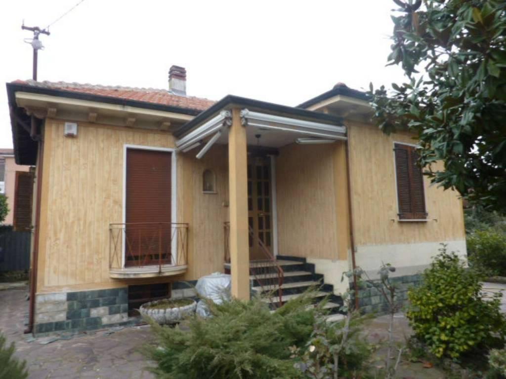 Villa in vendita a Garlasco, 4 locali, prezzo € 120.000   CambioCasa.it