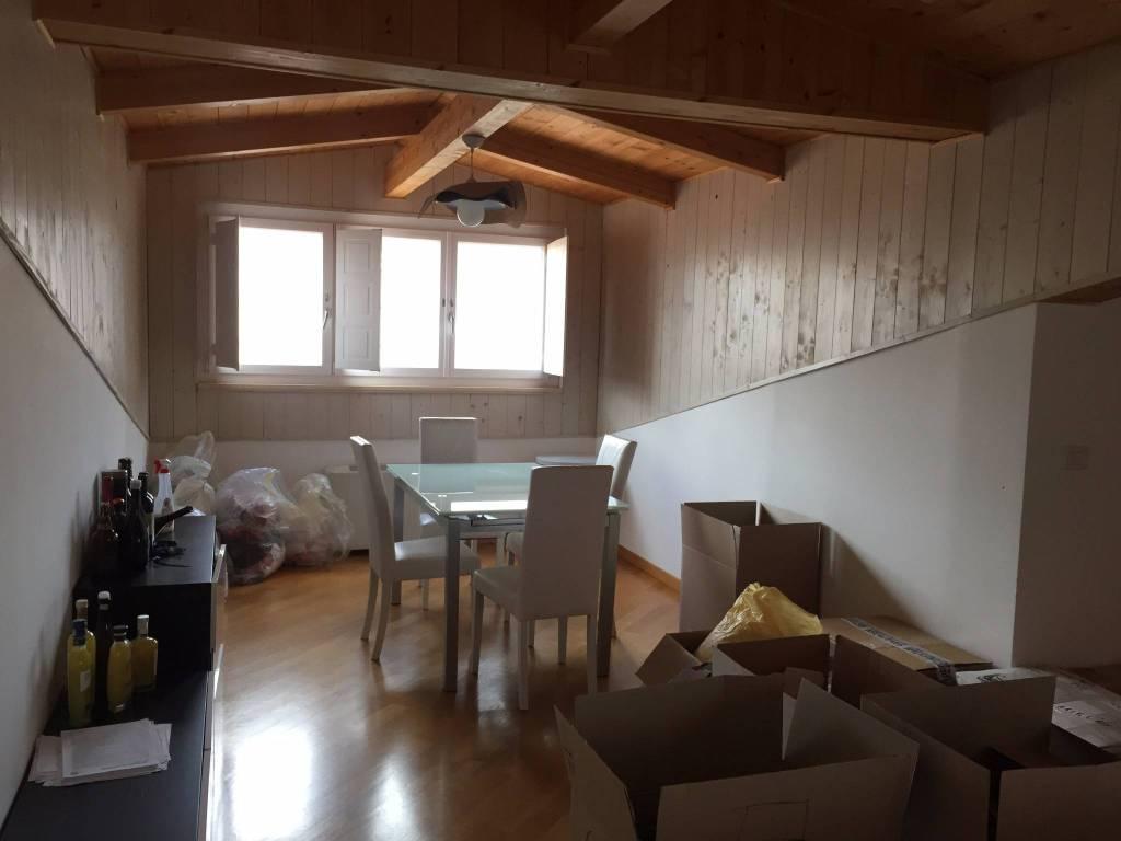 Appartamento in ottime condizioni in affitto Rif. 8936123
