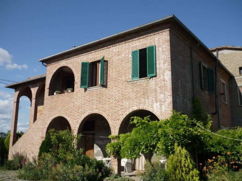 Rustico / Casale in buone condizioni in vendita Rif. 8846790
