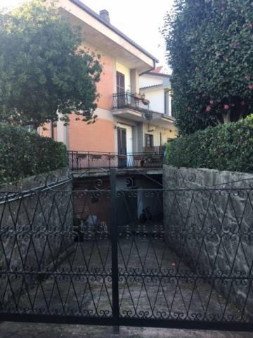 magazzino-deposito  in Vendita a Genzano Di Roma