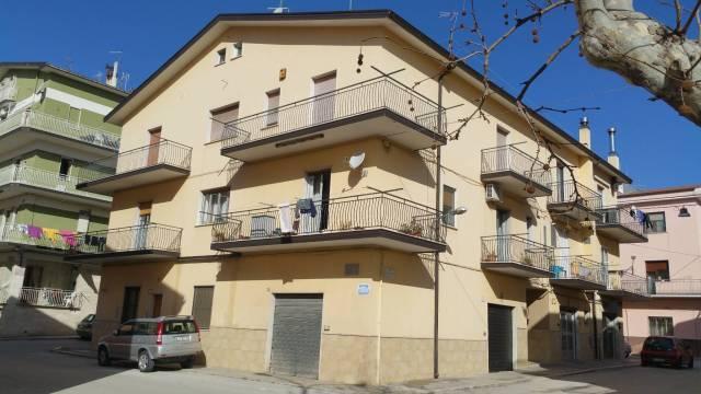 Appartamento in buone condizioni in vendita Rif. 6946943