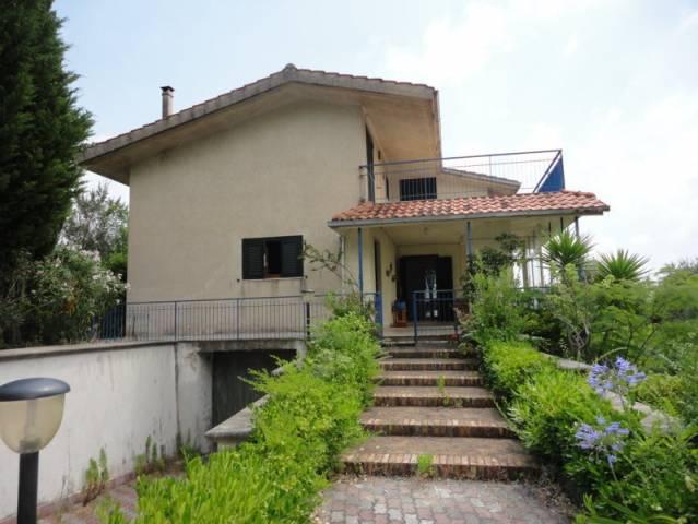 Villa in vendita a Spigno Saturnia, 6 locali, prezzo € 329.000   Cambio Casa.it