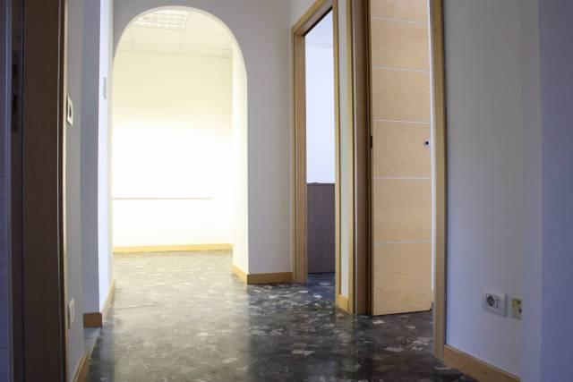 Ufficio in affitto a Milano (Centro storico, Duomo, Galleria Vittorio Emanuele, Cordusio)-https://res.getrix.it/media/ad/60521914/1/xs.jpg
