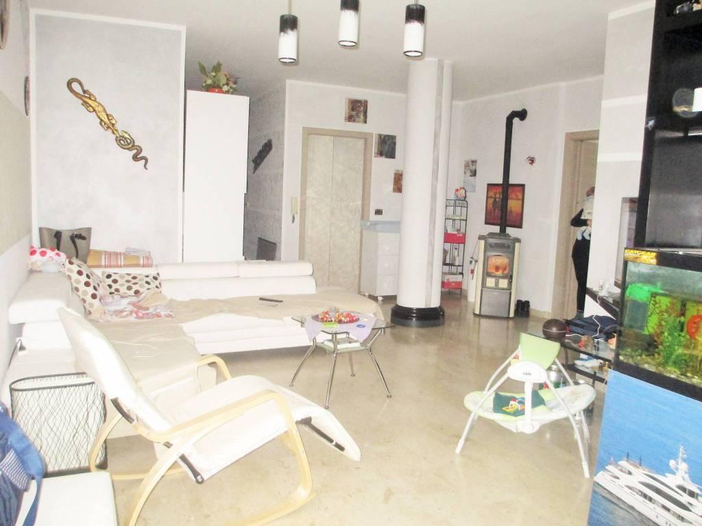 Appartamento in buone condizioni in vendita Rif. 5312696